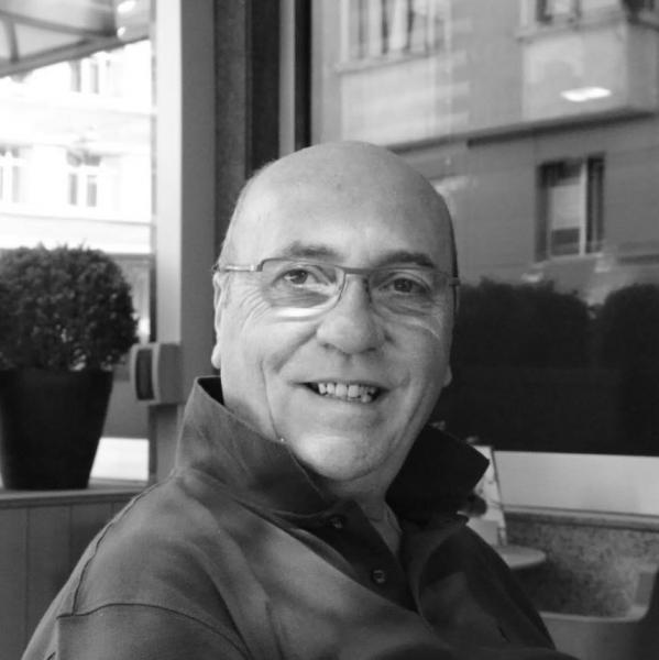 Alberto Tonello, Titolare agenzia